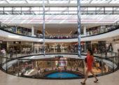 Raz do týždňa je v nákupných centrách 50 % ľudí