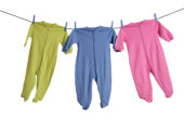 Na detské oblečenie Slováci ročne minú do 300 eur. Kupujú ho hlavne v obchodných domoch a na internete