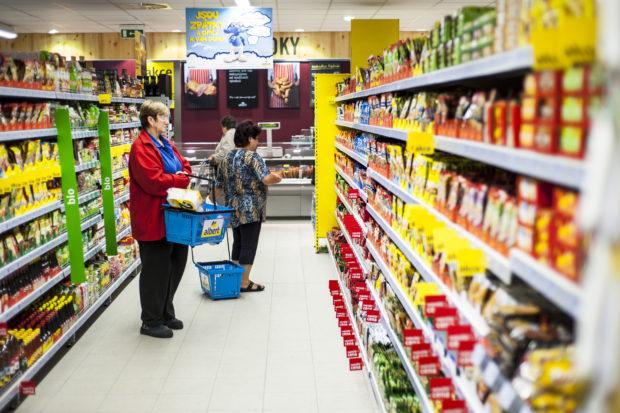 Tržby v maloobchode sa v júli znížili o vyše pol percenta