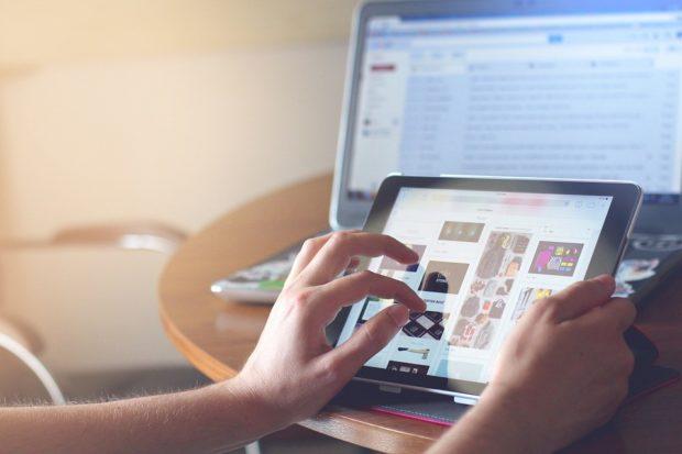 Slováci na internete míňajú hlavne za elektroniku, rastú aj potraviny
