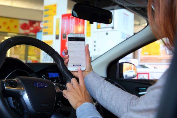 Na čerpacích staniciach Shell zaplatia vodiči mobilom priamo z auta