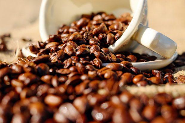 Predaje mlieka klesli v máji o vyše 15 percent, zvýšili sa pri káve či balenej vode