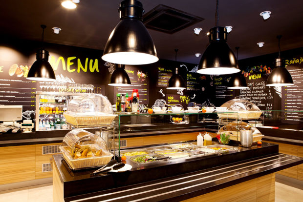 Občerstvenie Fresh Corner je na 113 pumpách Slovnaftu. Modernizujú sa aj reštaurácie