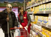 V niektorých obchodoch Billy pomáha nevidiacim nákupný asistent
