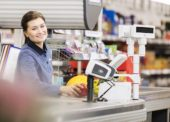 Lidl zvyšuje od marca mzdy o päť percent, priemer dosiahne 845 eur. O tretinu viac, ako je bežné