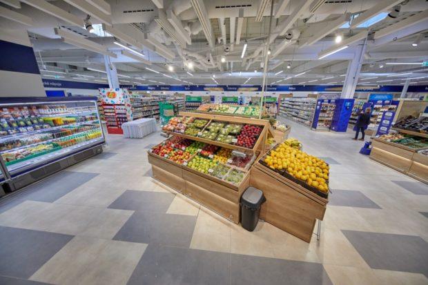 Otvorila Petržalská tržnica. Láka na supermarket Kraj i farmárske stánky