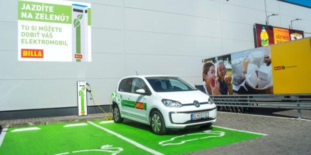 Billa spustila ďalších päť nabíjacích staníc pre elektromobily