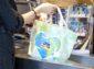 Dm nahrádza jednorazové plastové tašky ekologickou alternatívou