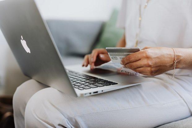 Mastercard: Slovenské e-shopy zarobili takmer o polovicu viac než vlani