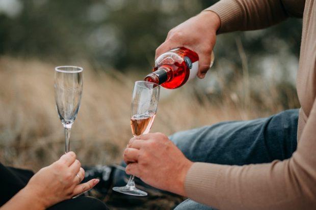 Rok 2020 priniesol renesanciu domáceho pitia vína