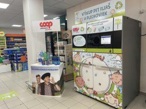 Zberny automat umiestneny v supermarkete v Krupine