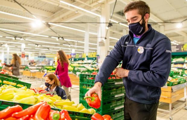 Údaje o potravinovom odpade zverejňuje už 80 percent dodávateľov Tesca